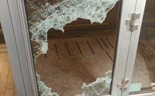 http://www.seguonews.it/caltanissetta-ladri-spaccano-una-porta-a-vetro-e-si-introducono-in-una-cartolibreria-