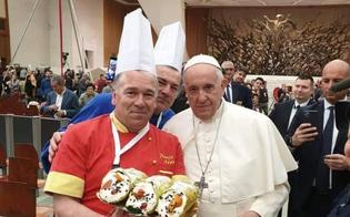 Da Mazzarino al Vaticano: offerti a Papa Francesco per il suo compleanno tre cannoli siciliani