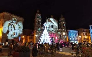http://www.seguonews.it/natale-in-rosa-a-caltanissetta-primo-appuntamento-ieri-con-il-gospel-must-chorus-spettacolare-il-gioco-di-luci