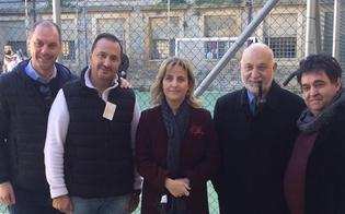 http://www.seguonews.it/la-partita-con-papa-al-malaspina-di-caltanissetta-calcio-a-5-tra-detenuti-presenti-anche-i-loro-familiari