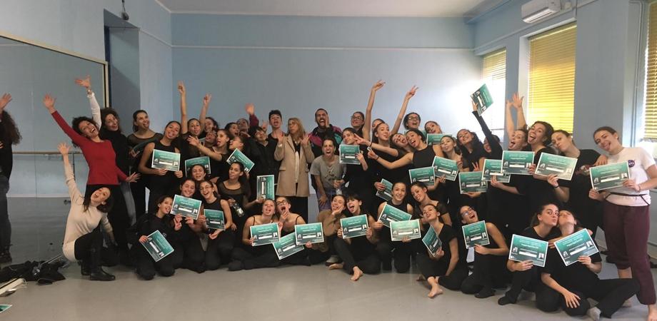 """Caltanissetta, stage per alcuni studenti del """"Ruggero Settimo"""": hanno danzato con gli artisti della Compagnia Zappalà"""