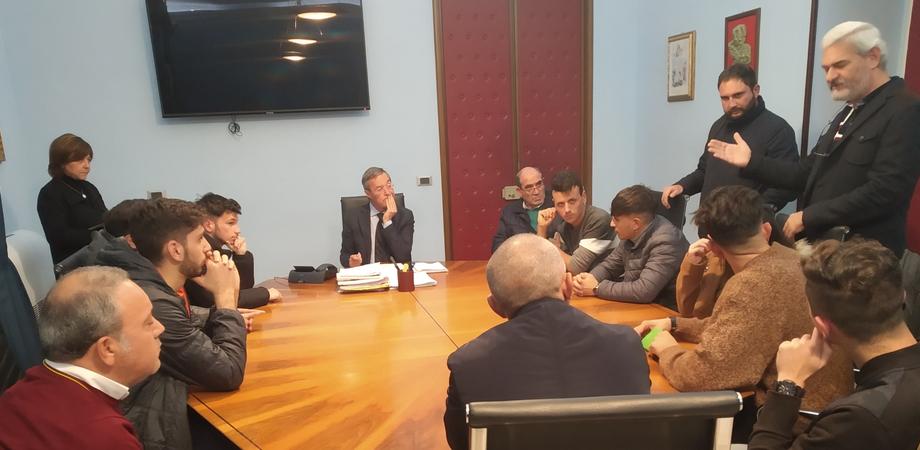 """""""La nave greca nel ripostiglio non la vogliamo..."""". Il sindaco di Gela incontra studenti e associazioni"""