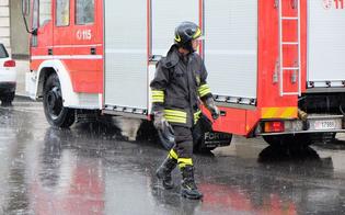 http://www.seguonews.it/maltempo-caltanissetta-guaina-vola-giu-da-un-fabbricato-e-colpisce-auto-in-sosta