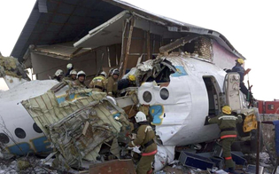 http://www.seguonews.it/kazakistan-aereo-con-100-persone-a-bordo-precipita-poco-dopo-il-decollo