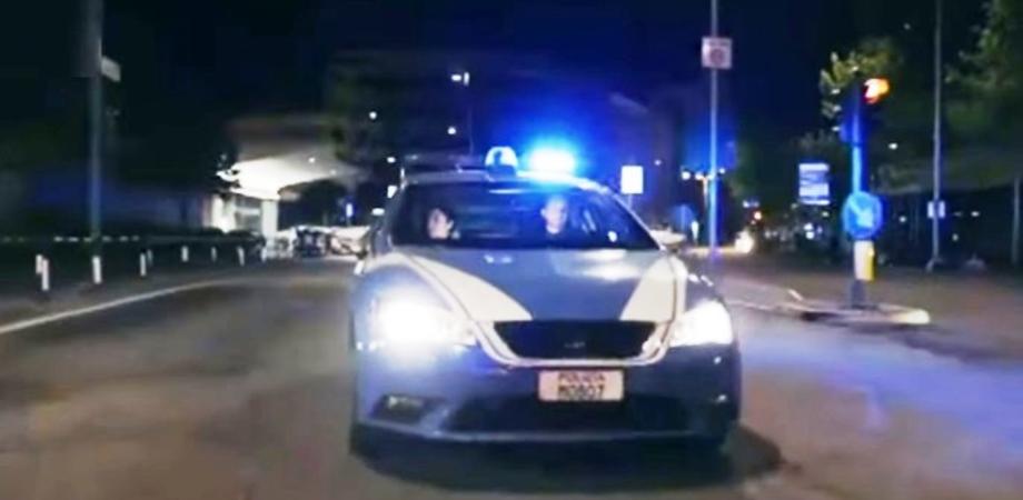 Caltanissetta, controllate dalla polizia 211 persone e 223 veicoli. Trovata marijuana dal cane Asko