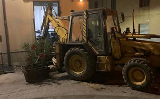http://www.seguonews.it/mazzarino-tentano-di-rubare-sportello-bancomat-con-un-escavatore-ma-il-colpo-fallisce