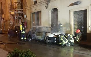 http://www.seguonews.it/notte-di-fuoco-a-caltanissetta-quattro-autovetture-in-fiamme-indagano-polizia-e-carabinieri-