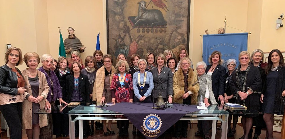 L'Inner Wheel Club di Caltanissetta compie 35 anni, per l'occasione ha ricevuto la visita della Governatrice