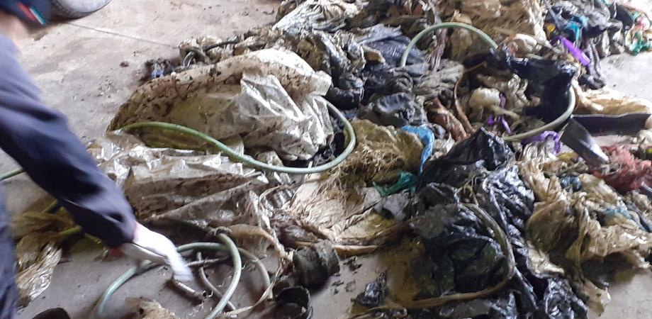 Gela, differenziata: pezzi metallici tra i rifiuti organici. Danneggiato il blocco trasportatore dell'impianto