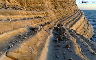 http://www.seguonews.it/maltempo-la-scala-dei-turchi-si-sbriciola-lallarme-di-mareamico-interdire-il-versante-ovest