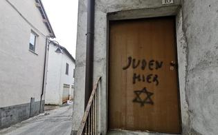http://www.seguonews.it/qui-ci-sono-ebrei-scritta-shock-davanti-sulla-porta-di-casa-del-figlio-di-una-partigiana