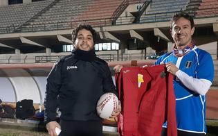 http://www.seguonews.it/dlf-nissa-rugby-palla-ovale-per-pediatria-consegnata-a-pietro-genovese-il-direttore-amministrativo-consegnera-il-dono-al-reparto
