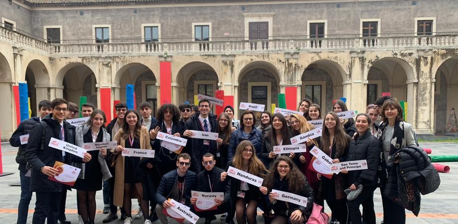 """Liceo Classico """"Ruggero Settimo"""" di Caltanissetta , studenti simulano seduta Onu"""