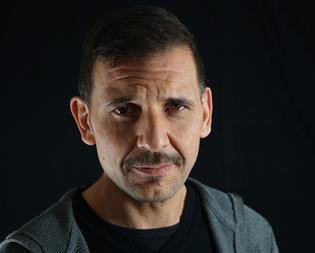 """Teatro Margherita. Lo scrittore, attore e drammaturgo Rosario Palazzolo  porta a Caltanissetta i suoi """"killer"""""""