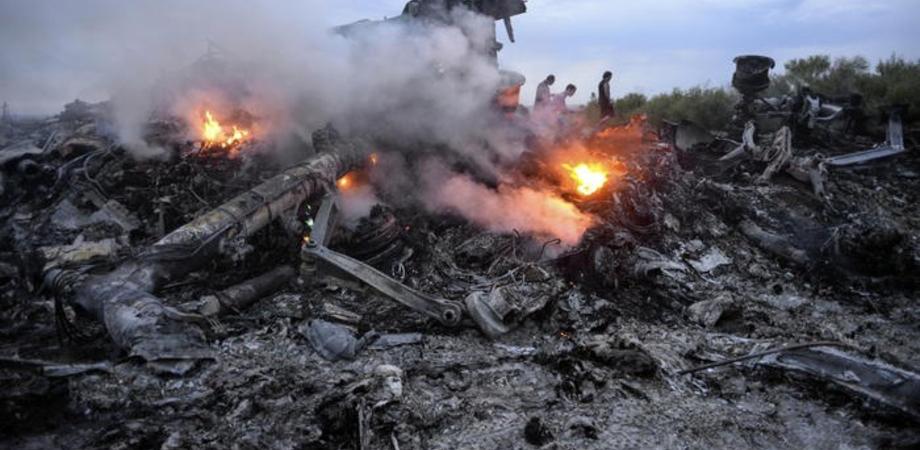 Iran, aereo cade dopo il decollo da Teheran: a bordo 176 persone, nessun sopravvissuto