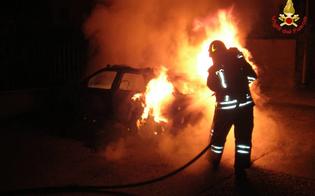 Caltanissetta, tre auto in fiamme nel quartiere Angeli: ancora una notte di fuoco in città