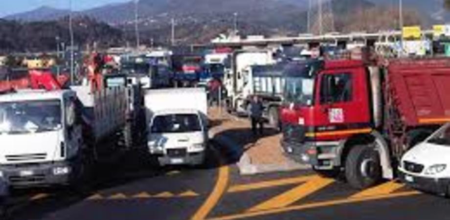 Caro navi, scatta la protesta degli autotrasportatori: annunciato il blocco dei porti