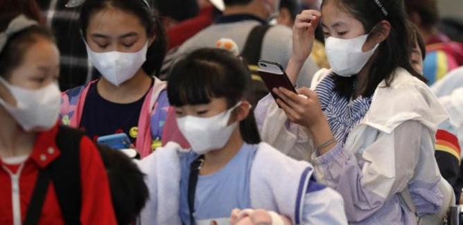 Il virus in Cina, raddoppiano le infezioni. Salgono a 4.515 i casi, 106 i morti