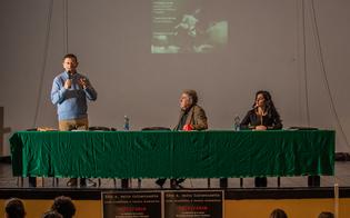 http://www.seguonews.it/al-liceo-volta-di-caltanissetta-lezione-sulla-shoah-con-renzo-mondiano