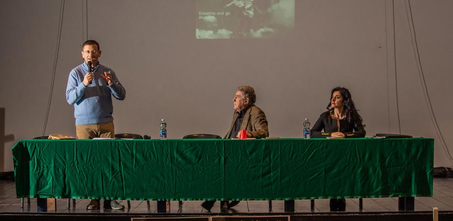 """Al liceo """"Volta"""" di Caltanissetta lezione sulla Shoah con Renzo Mondiano"""