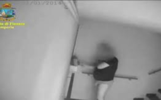 http://www.seguonews.it/furbetti-del-cartellino-assolto-il-vigile-in-mutande-insieme-a-lui-altri-nove-imputati