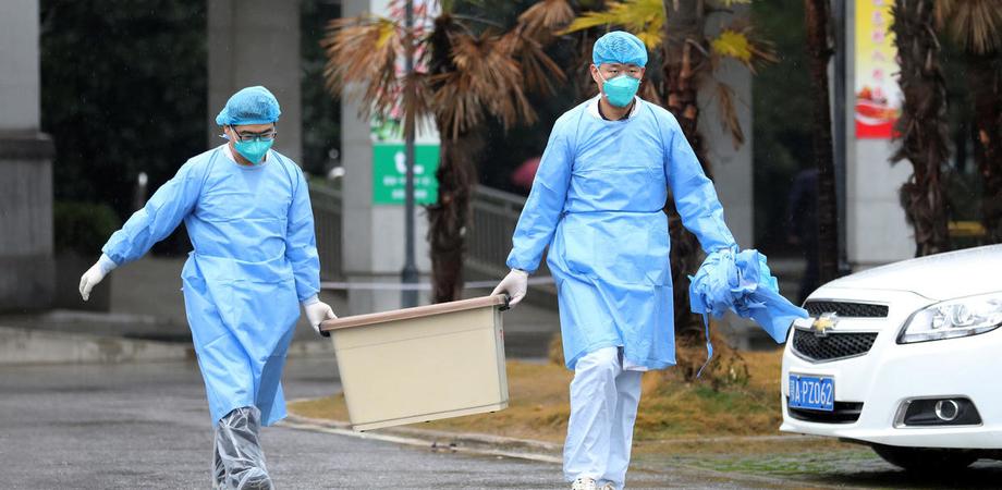Virus Cina, morti salgono a 17. Allarme arriva anche in Italia: allertati i medici di famiglia