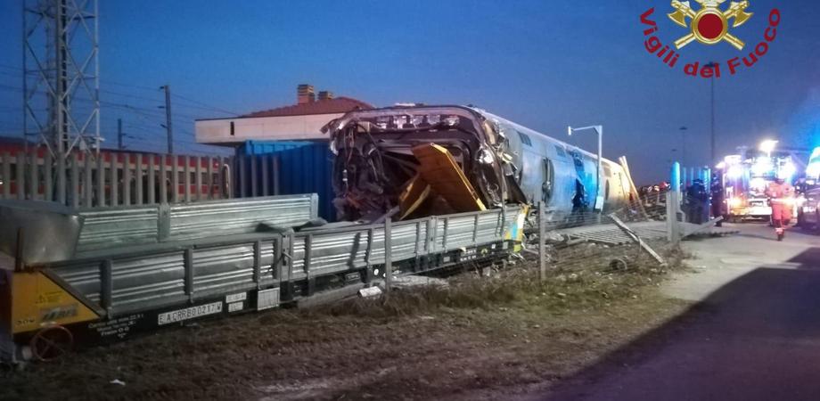 Un treno Freccia Rossa deraglia nel lodigiano: morti i due macchinisti, 28 feriti