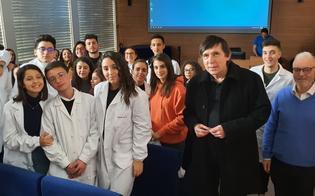 https://www.seguonews.it/da-caltanissetta-a-praga-studenti-del-luigi-russo-visitano-i-laboratori-di-immunologia-di-un-prestigioso-istituto