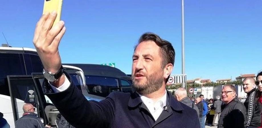 """Leandro Janni e le foto del viceministro Cancelleri: """"La sua pagina una miniera d'oro di autorappresentazioni"""""""