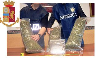 http://www.seguonews.it/caltanissetta-cerca-di-fuggire-alla-vista-dei-poliziotti-in-auto-nascondeva-oltre-3-chili-di-marijuana-e-cocaina-arrestato