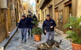 Caltanissetta, arrestato dalla Polizia di Stato pusher ventiquattrenne. Sequestrati hashish e marijuana già confezionati e pronti per lo spaccio