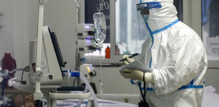 Coronavirus, grave 38enne italiano ricoverato nel Lodigiano: contagiata pure la moglie e un'altra persona