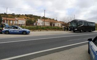 http://www.seguonews.it/caltanissetta-gite-scolastiche-sicure-la-polizia-stradale-ferma-un-pullman-non-a-norma