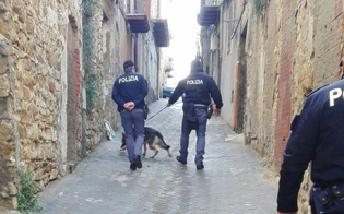 Caltanissetta, sequestrati hashish e marijuana. Multa da 610 euro per abbandono di rifiuti