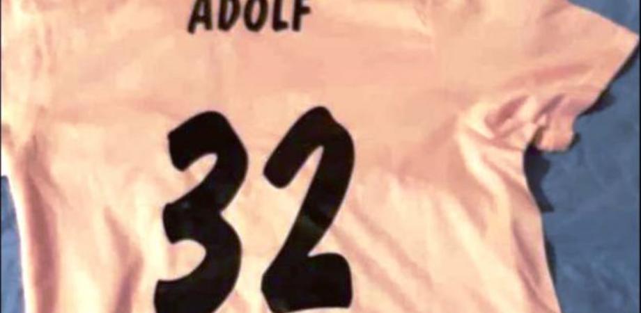 """Indossa maglietta con scritta """"Adolf"""": 6 in condotta per un 13enne, nota e una ricerca sulla costituzione"""