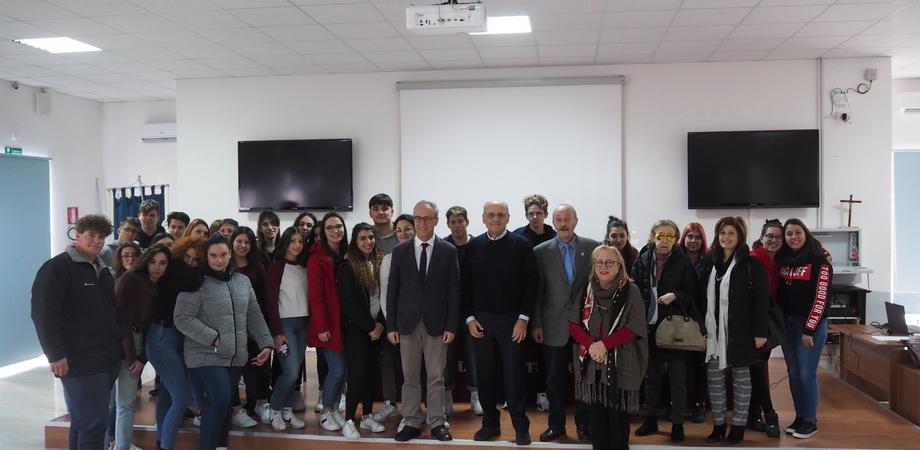 """""""Malattie sessualmente trasmissibili"""", dibattito al liceo """"Juvara"""" di San Cataldo"""