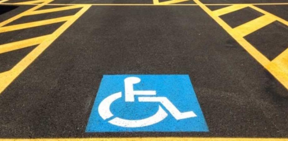 """Caltanissetta, un cittadino denuncia: """"Posti disabili continuamente occupati da chi non ne ha il diritto"""""""