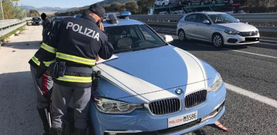 Caltanissetta, alla guida della sua auto sulla A19 sotto i fumi dell'alcol: denunciato