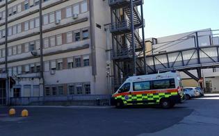 Caltanissetta, sale al secondo piano del Sant'Elia e si getta dalla ringhiera: morto un 50enne