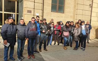 http://www.seguonews.it/caltanissetta-lavoratori-di-pian-del-lago-in-sit-in-da-5-giorni-continua-lo-sciopero-della-fame-per-gaetano-crisafi
