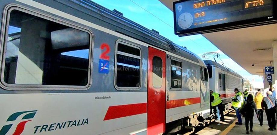 Treno partito da Milano è a Messina con 90 passeggeri a bordo: bloccato per effettuare i controlli