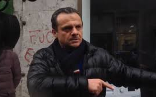 https://www.seguonews.it/de-luca-feste-di-laurea-vi-mando-i-carabinieri-con-il-lanciafiamme-fatela-tra-due-tre-quattro-mesi