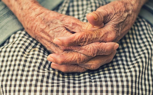 http://www.seguonews.it/caltanissetta-esce-di-notte-dalla-casa-di-riposo-per-cercare-casa-sua-anziana-salvata-dalla-polizia