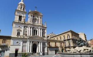 http://www.seguonews.it/caltanissetta-ai-tempi-del-coronavirus-nei-bar-si-entra-a-gruppi-di-3-guanti-e-mascherine-per-i-supermercati