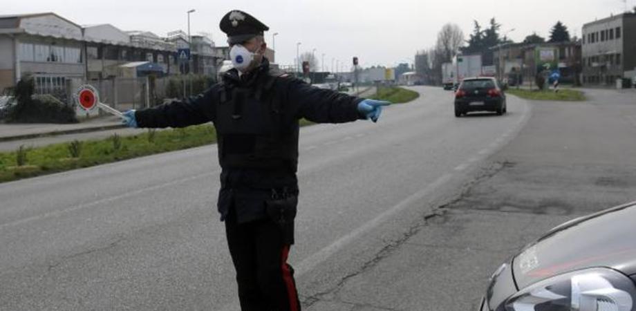 Coronavirus, dai ciclisti in gruppo a Santa Caterina alle persone in strada a Caltanissetta a consumare alcolici: 19 denunciati dai carabinieri