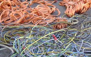 http://www.seguonews.it/caltanissetta-38enne-sorpreso-dalla-polizia-a-incendiare-cavi-elettrici-di-rame-denunciato