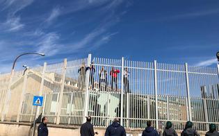 http://www.seguonews.it/coronavirus-e-caos-nelle-carceri-italiane-a-foggia-20-detenuti-evasi-