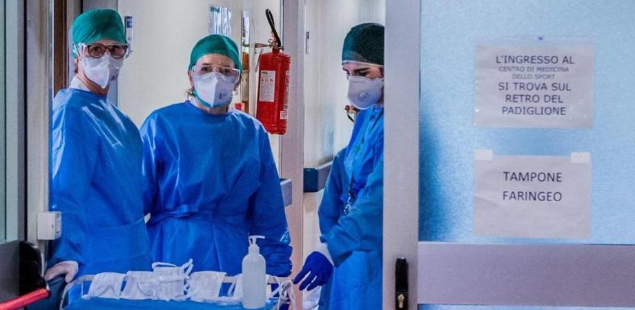 """Coronavirus. Nel Bergamasco morti due dipendenti delle Poste, la Cgil: """"E' ora di chiudere gli uffici postali"""""""