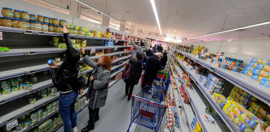 """Grande distribuzione: """"Code inutili davanti ai supermercati ma è assolutamente sbagliato, la merce ci sarà sempre"""""""