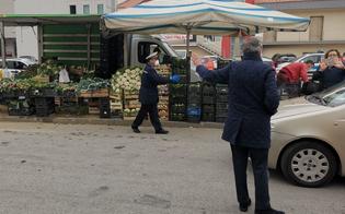 Gela, controlli serrati in città: multati e fatti sgomberare in via Tevere tre venditori ambulanti di frutta e verdura